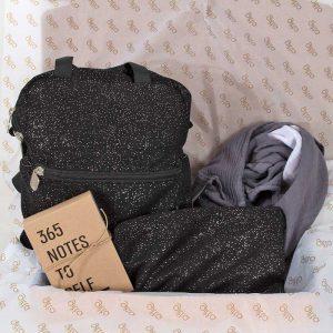 bundles041 300x300 - מארז Mini Basic ונרתיק תואם בשחור מנצנץ, חיתול במבוק לעיטוף ופנקס 365 Notes to self