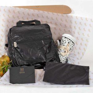 bundles042 300x300 - מארז Basic ונרתיק בשחור דמוי עור, שמיכה קלה וגלויות מכתבים לעצמי
